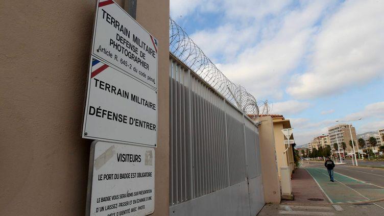 Devant la base navale de Toulon (Var), le 11 novembre 2015. (MAXPPP)