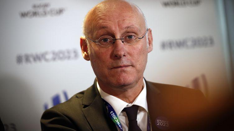 Le président de la Fédération française de rugby (FFR), Bernard Laporte, à Londres, le 15 novembre 2017. (ADRIAN DENNIS / AFP)