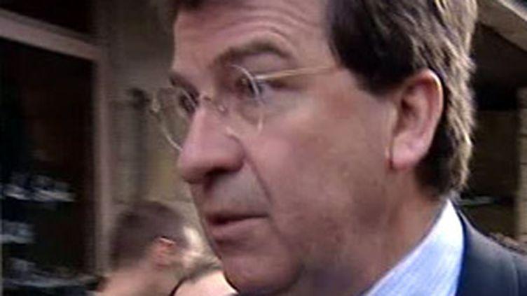 Xavier Darcos a présenté vendredi le site www.academie-en-ligne.fr (© France 2)