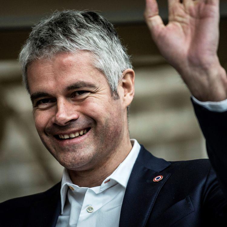 Le président Les Républicains de la région Auvergne-Rhône-Alpes, Laurent Wauquiez, inaugure une exposition de santons à l'hôtel de région à Lyon, le 4 décembre 2017. (JEFF PACHOUD / AFP)