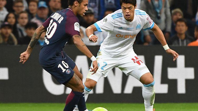 Neymar (PSG) face à Sakaï (Marseille) (BORIS HORVAT / AFP)
