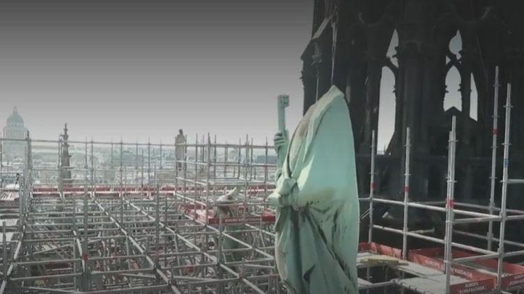Notre Dame Statue (FRANCEINFO)