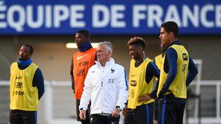 Le sélectionneur de l'équipe de France, Didier Deschamps, lors d'une séance d'entraînement à Clairefontaine (Yvelines), le 22 mars 2016. (FRANCK FIFE / AFP)