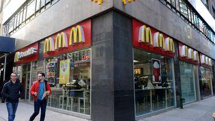 Un restaurant McDonald's à New York (Etats-Unis), le 26 décembre 2013. (CEM OZDEL / ANADOLU AGENCY / AFP)