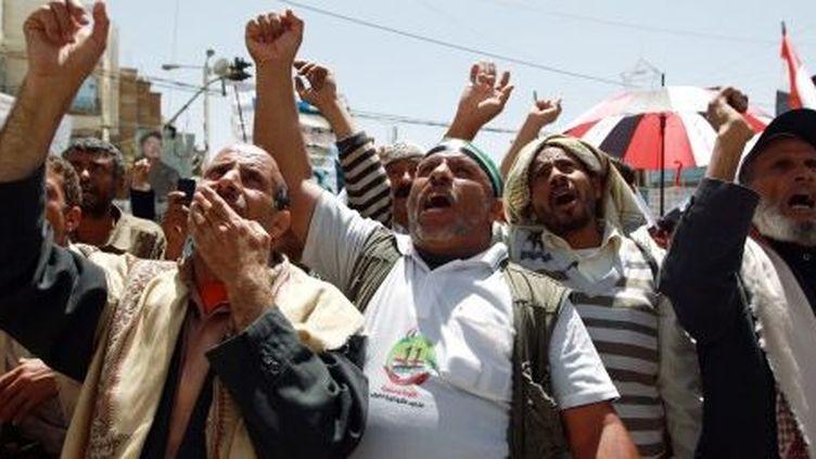 Des manifestants pro-démocratie criant des slogans à Saana, le 17 mars 2013. (AFP/MOHAMED HUWAIS)