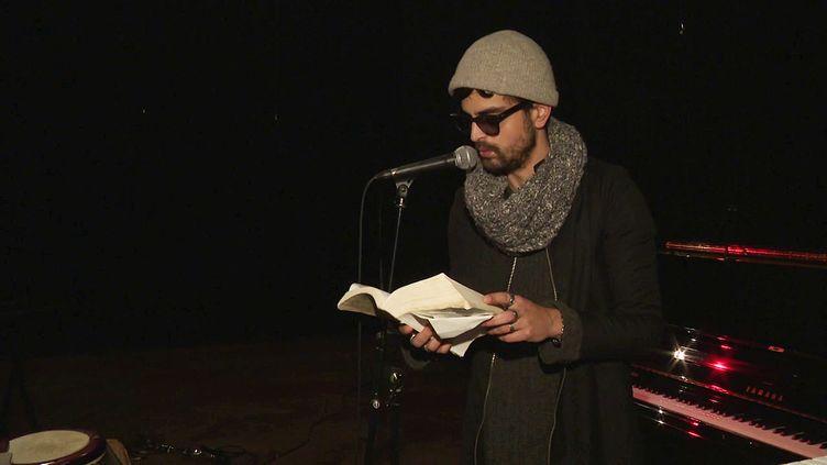 """L'artiste Benjemy en pleine répétition de son spectacle """"En chair et en sons"""" à La Rochelle (France 3 Nouvelle Aquitaine)"""