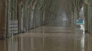 À Tonneins, l'heure est au nettoyage et à la constatation des dégâts après les inondations survenues mercredi 3 février. (CAPTURE ECRAN FRANCE 2)