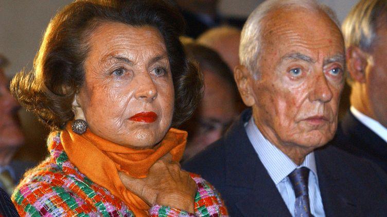 Liliane Bettencourt et son époux André, le 13 novembre 2002 à Paris. (ERIC FEFERBERG / AFP)