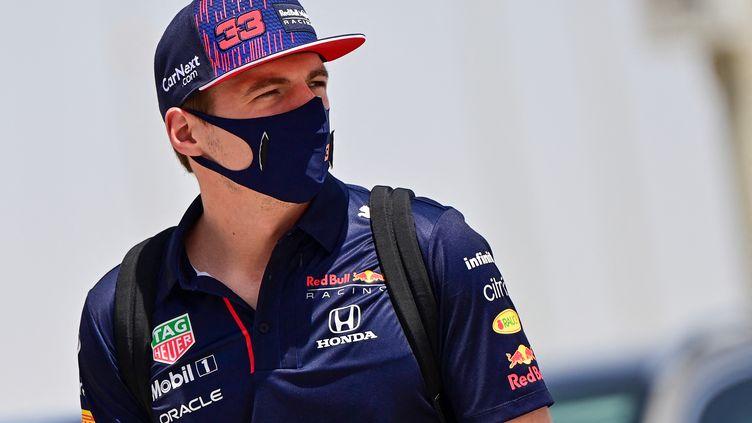La monoplace de Max Verstappen (Red Bull) a paru plus stable que les autres sur le circuit de Sakhir, samedi 27 mars. (ANDREJ ISAKOVIC / AFP)