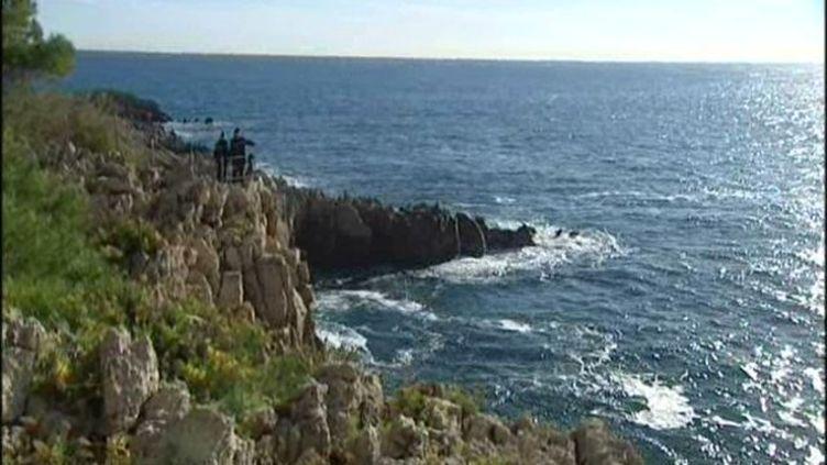 C'est à cet endroit du cap d'Antibes qu'ont été retrouvés des ossements, dans la mer, par six mètres de fond, le 10 février 2013. ( FRANCE 3 CÔTE D'AZUR)