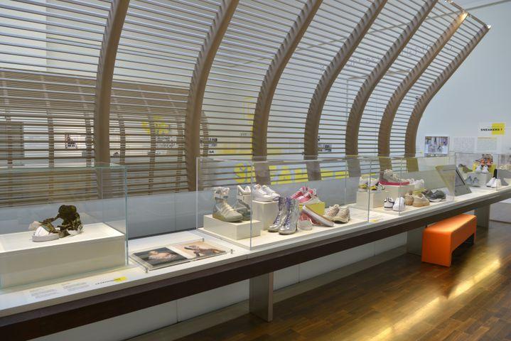 L'expositionSneakers, les baskets entrent au muséeauBalcon des sciences du Musée de l'homme à Paris, octobre 2021 (Jean Christophe Domenech)