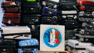 Les valises contenant 1,3 tonne de cocaïne saisies par la police judiciaire le 11 septembre 2013 à l'aéroport de Roissy, dans un avion Air France en provenance du Venezuela, ici ausiège de l'Office central de répression des stupéfiants, à Nanterre (Hauts-de-Seine), le 21 septembre 2013. (BERNARD BISSON / JDD / SIPA)