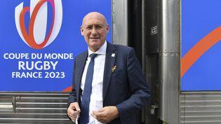 Le président de la fédération française de rugby Bernard Laporte lors de l'inauguration d'un train de promotion pour la Coupe du monde 2023 en France, le 8 septembre 2020 à la gare de Lyon, à Paris. (ALAIN JOCARD / AFP)