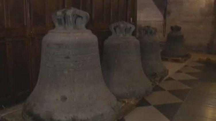 Décrochage des 4 cloches de Notre-Dame de Paris - mardi 21 février 2012 (FRANCE 2)