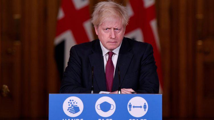 Boris Johnson annnonce un reconfinement de la ville de Londres, le 19 décembre 2020, au 10 Downing Street, à Londres. (TOBY MELVILLE / AFP)