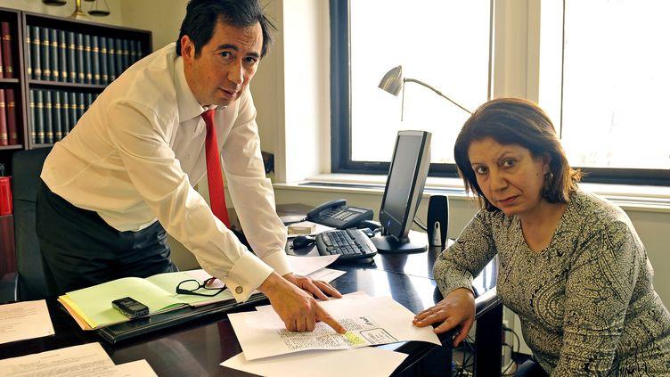 La patiente lyonnaise et son avocat, Jean Sannier. (GUIOCHON STEPHANE / MAXPPP)