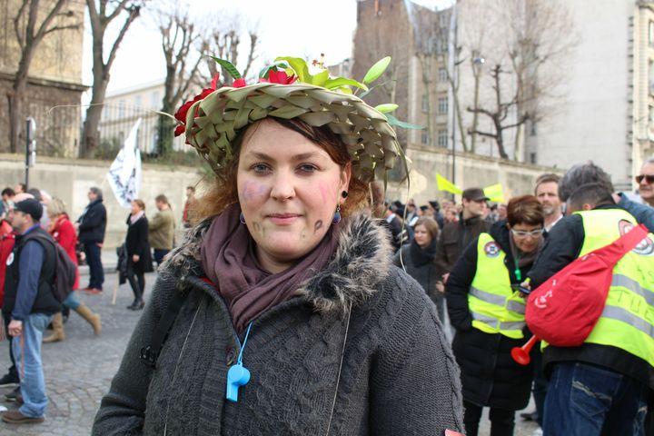 Sandrine, fleuriste àSérent (Morbihan), manifeste le 9 mars 2015, à Paris, contre le RSI. (BENOIT ZAGDOUN / FRANCETV INFO)