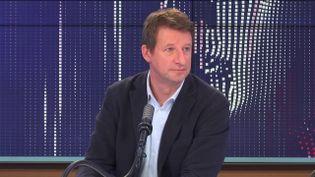 """Yannick Jadot,député européen EELV était l'invité du """"8h30franceinfo"""", mercredi 17 mars 2021. (FRANCEINFO / RADIOFRANCE)"""