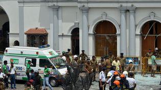Des militaires devant l'église de Saint Anthony Shrine à Colombo (Sri Lanka), le 21 avril 2019. (ISHARA S. KODIKARA / AFP)