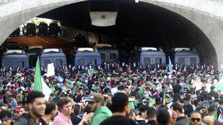 Des manifestants dans les rues d'Alger (Algérie), le 26 avril 2019. (AFP)