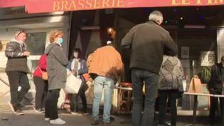 Certains restaurateurs essayent de maintenir un lien avec les clients (capture écran reportage) (FRANCE 3)