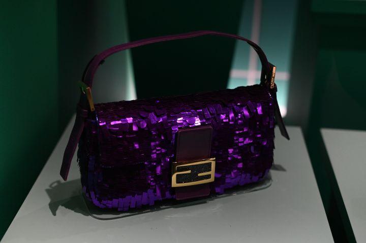 """Exposition""""Bags : Inside Out""""au Victoria and Albert museum à Londres. Décembre 2020 (DANIEL LEAL-OLIVAS / AFP)"""