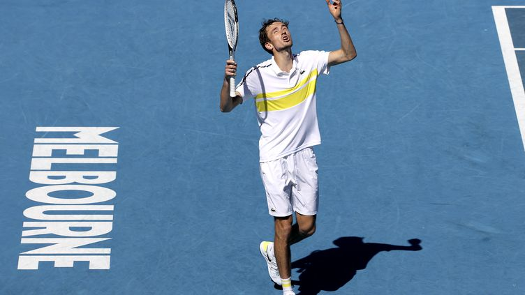 Pour rejoindre les 8es de finale de l'Open d'Australie, le N.4 mondial Daniil Medvedev a dû s'employer pour venir à bout du Serbe Filip Krajinovic. (DAVID GRAY / AFP)