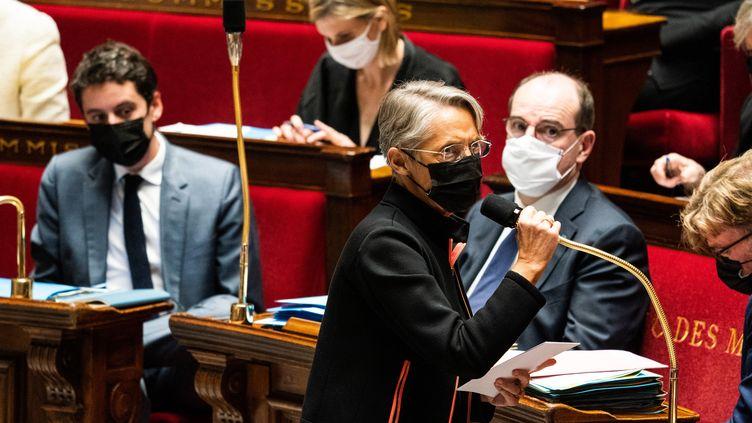La ministre du Travail, Elisabeth Borne, à l'Assemblée nationale (Paris), le 2 mars 2021. (XOSE BOUZAS / HANS LUCAS / AFP)