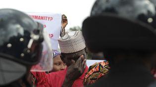 Un parent d'une lycéenne enlenvée en avril par Boko Haram au Nigeria participe à une manifestation pour réclamer une action des autorités, à Abuja, le 14 octobre 2014. (AFOLABI SOTUNDE / REUTERS)