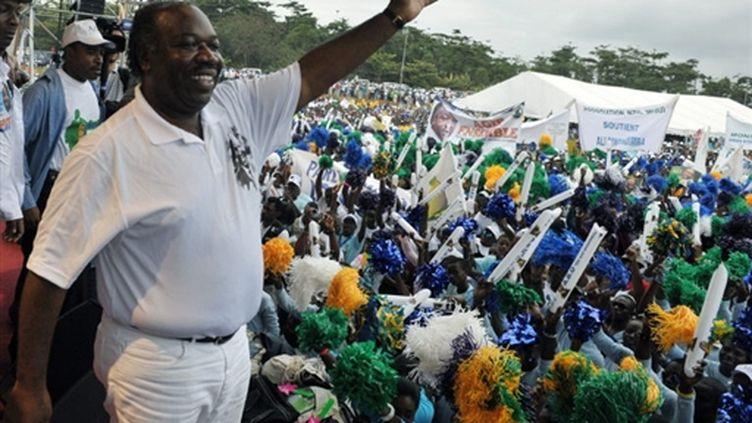 Ali Bongo Ondimba au cours d'un meeting électoral à Libreville le 29 août 2009. (© AFP PHOTO / ISSOUF SANOGO)