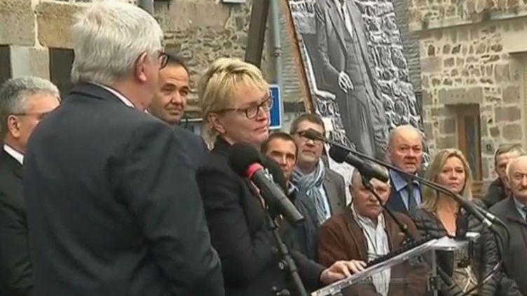Claude Chirac, la fille de Jacques Chirac, au moment de prononcer un discours d'hommages, samedi 5 octobre, à Sainte-Féréole (Corrèze). (France 2)