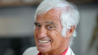 Jean-Paul Belmondo pose le 9 septembre 2010, à Boulogne-Billancourt (Hauts-de-Seine). (MIGUEL MEDINA / AFP)