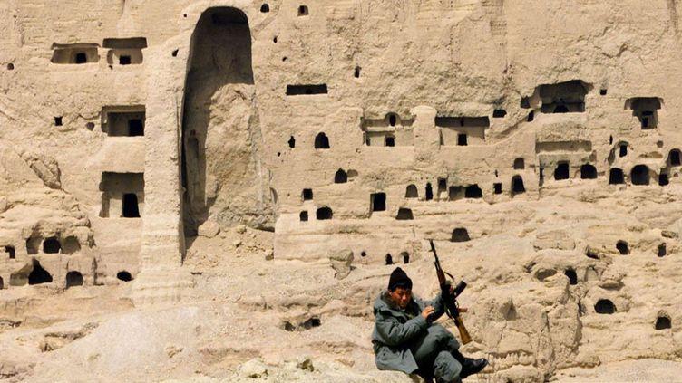 A Bamiyan, en Afghanistan, sur le site où les bouddhas géants ont été détruits en 2001 (avril 2002)  (Murad Sezer / AP / SIPA)
