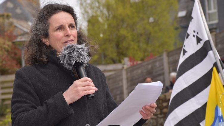 La journaliste Morgan Large lors d'un rassemblement en son soutien, en avril 2021 (SAMUEL UGUEN / MAXPPP)