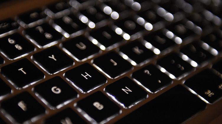 Le ministère de la Culture reproche notamment au clavier Azerty de ne pas faciliter l'utilisation de voyelles accentuées. (LOIC VENANCE / AFP)