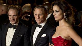 """Ralph Fiennes, Daniel Craig et Berenice Marlohe à l'avant-première de """"Skyfall"""", à Londres (23/10/2012)  (Leon Neal / AFP)"""