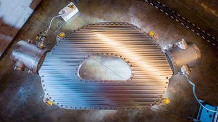 8 septembre 2021. Avec cet aimant géant, les chercheurs du MIT, aux États-Unis, ont réussi à produire un champ magnétique de 20Tesla.C'est un million de fois le champ magnétique de la Terre. Un record mondial selon le MIT et une étape clé pour la fusion nucléaire. (GRETCHEN ERTL / CFS/MIT - PFSC 2021)