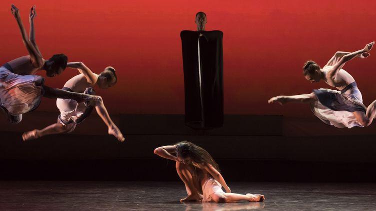 """The rite of spring"" de Martha Graham  (Benoîte Fanton / Opéra national de Paris)"