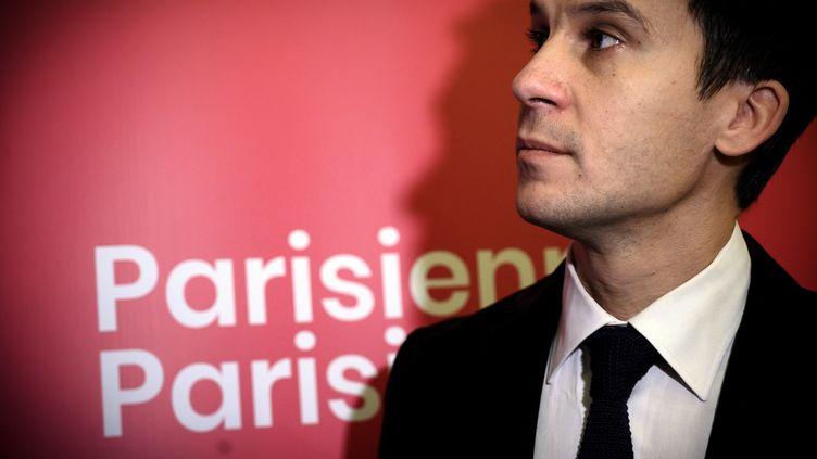 """Gaspard Gantzer,tête de liste """"Parisiennes, Parisiens"""" dans le 15e arrondissement de Paris, le 28 novembre 2019. (LIONEL BONAVENTURE / AFP)"""