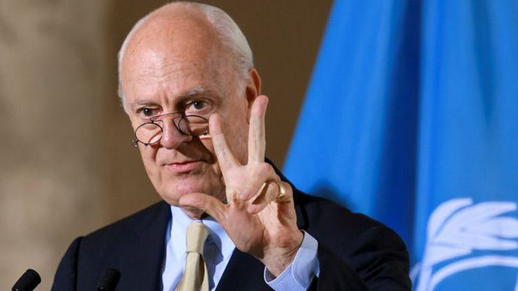 Staffan de Mistura, l'émissaire spécial du secrétaire général de l'ONU pour la Syrie,lors d'une conférence de presse le 15 septembre 2016 à Genève.Il exhortait le régime de Bachar al-Assad à autoriser «immédiatement» la distribution de l'aide humanitaire aux villes syriennes assiégées. (FABRICE COFFRINI/AFP)