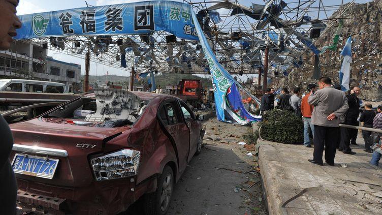 Une station-service de Fuquan, dans le sud-ouest de la Chine, détruite par l'explosion de deux camions cahrgés d'explosifs, le 1er novembre 2011. (WU DONGJUN / IMAGINECHINA)