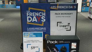 """Une offre promotionnelle de produits high-tech dans le cadre des """"French Days"""". (FRANCE 2)"""