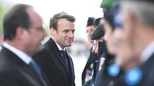Emmanuel Macron lors des célébrations du 72e anniversaire de la victoire contre l'Allemagne nazie, à Paris, le 8 mai 2017. (STEPHANE DE SAKUTIN / POOL)