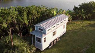 """L'habitat du futur se veut vertueux et minimaliste, pour une vie plus écologique et sans superflu.Les """"tinyhouses"""" et les containers maritimes recyclés offrent déjà ces possibilités. (FRANCE 2)"""