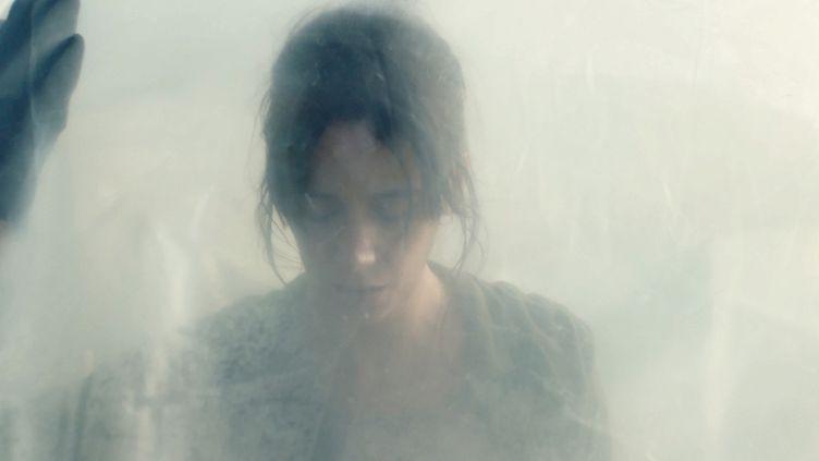 """Suliane Brahim sans """"Le Nuit"""" de Just Phillippo. (Copyright THE JOKERS / CAPRICCI)"""