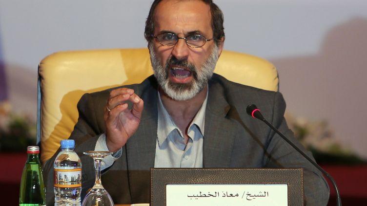 Ahmed Moaz Al-Khatib, ici à Doha (Qatar), le 11 novembre 2012, présidera la Coalition nationale syrienne des forces de l'opposition et de la révolution. (KARIM JAAFAR / AL-WATAN DOHA / AFP)