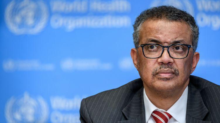 Le directeur général de l'Organisation mondiale de la santé,Tedros Adhanom Ghebreyesus, lors d'une conférence de presse, le 11 mars 2020 à Genève (Suisse). (FABRICE COFFRINI / AFP)