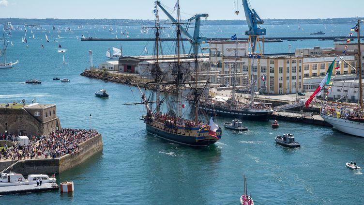 L'Hermione en juillet 2016 entrant dans le port de Brest  (LEDOUX/ROBERT/SIPA)