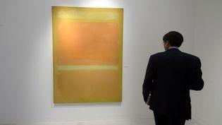 """Ce Rothko (""""Yellow, Orange, Yellow, Light Orange"""")est en vente pour 50 millions de dollars à Bâle auprès de la galerie Helly Ahmad (17 juin 2015)  (Patrice Coffrini / AFP)"""
