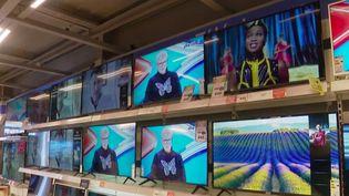 La durée de vie moyenne des téléviseurs est de sept ans et demi en France. C'est peu pour ces appareils sophistiqués, juge une association qui pointe du doigt l'obsolescence programmée. (FRANCE 2)